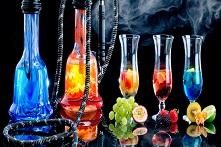 Виноград и фужеры с вином